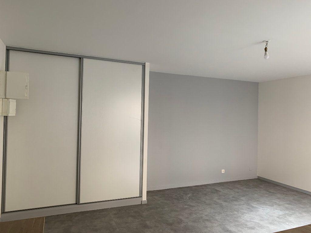 Appartement à louer 1 32.1m2 à Limoges vignette-3
