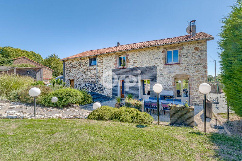 Maison à vendre 9 220.4m2 à Saint-Laurent-sur-Gorre vignette-2