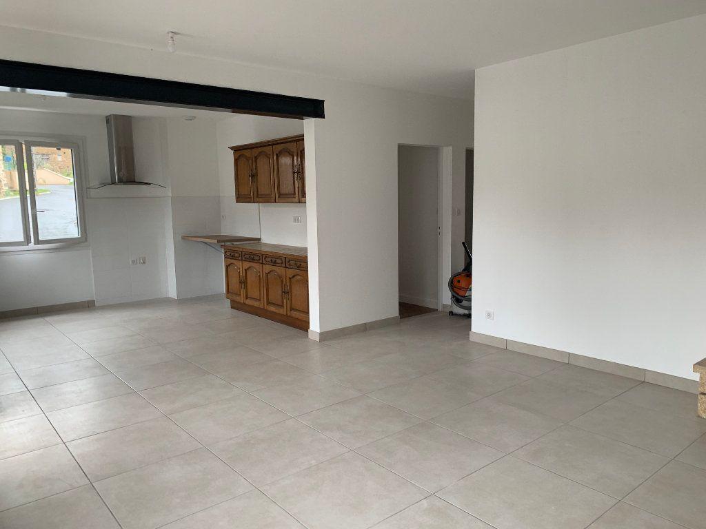 Maison à louer 4 95m2 à Rochechouart vignette-1
