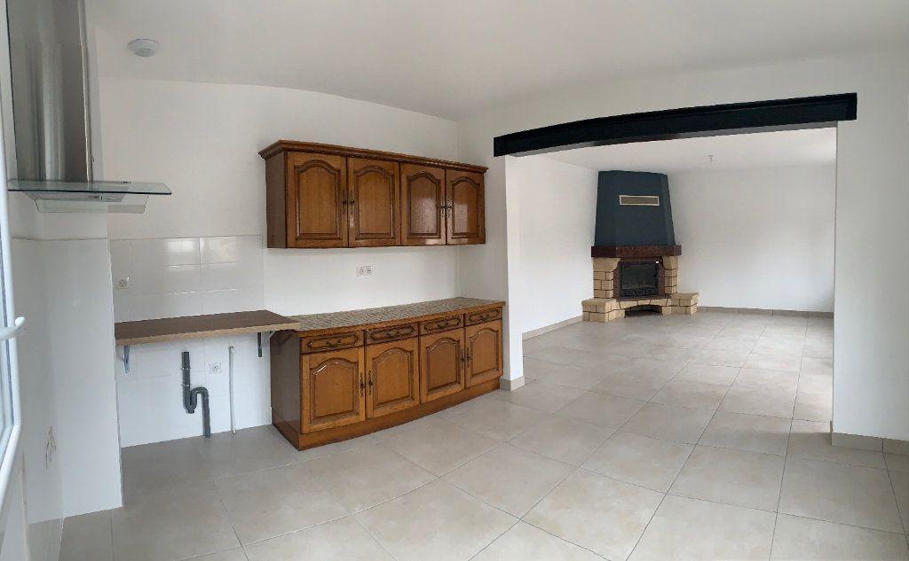 Maison à louer 4 95m2 à Rochechouart vignette-2