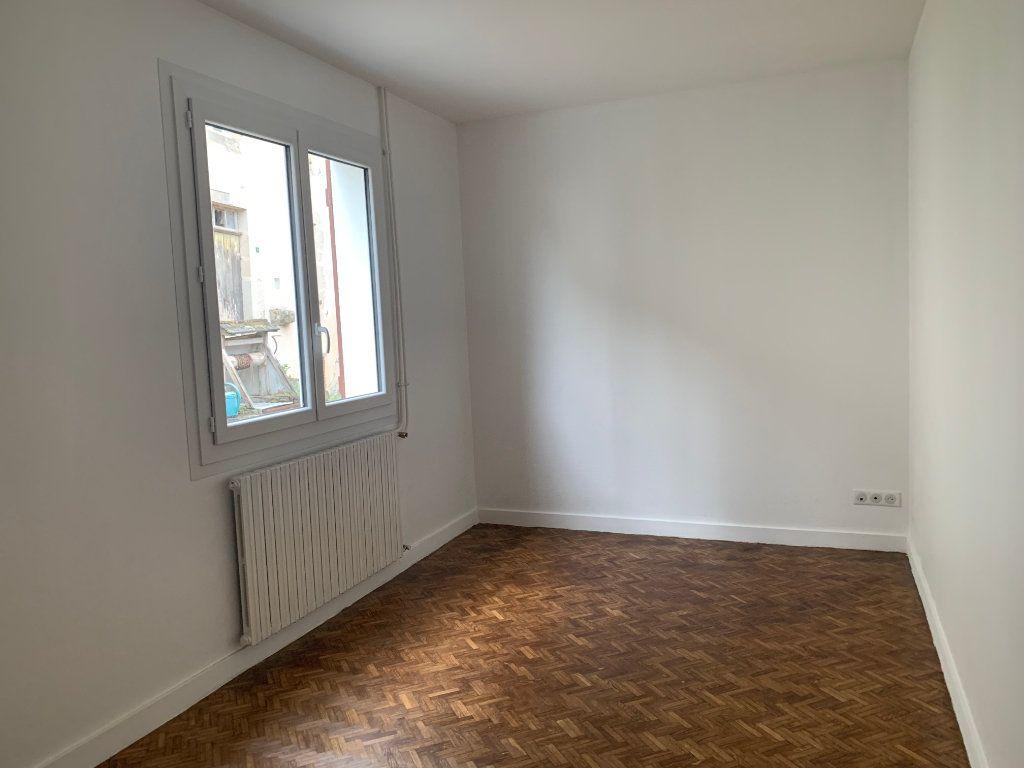 Maison à louer 4 95m2 à Rochechouart vignette-4