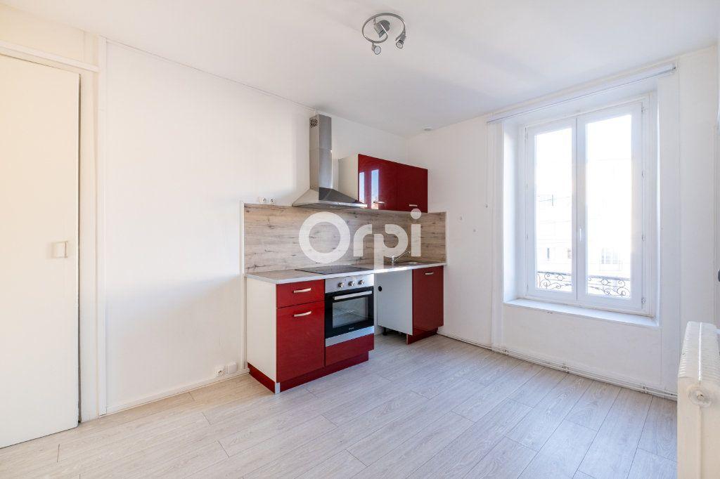 Appartement à louer 3 75m2 à Limoges vignette-1