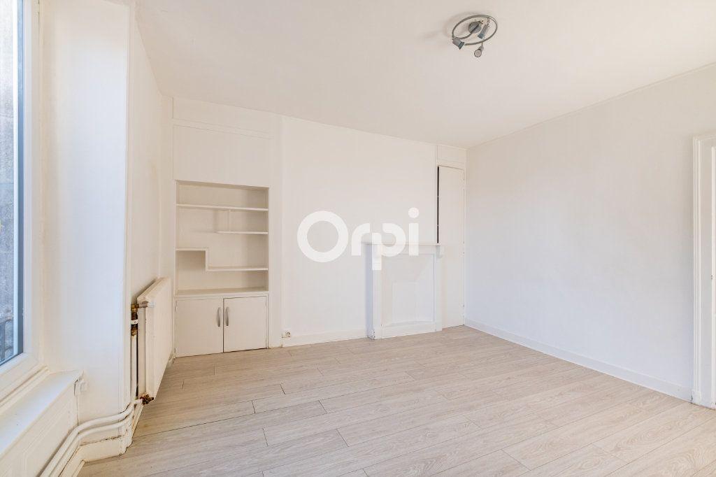 Appartement à louer 3 75m2 à Limoges vignette-3