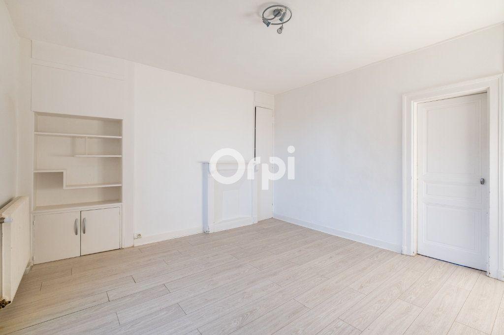 Appartement à louer 3 75m2 à Limoges vignette-4