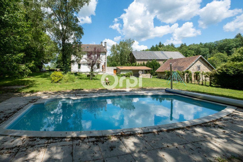 Maison à vendre 8 150m2 à Saint-Yrieix-la-Perche vignette-3