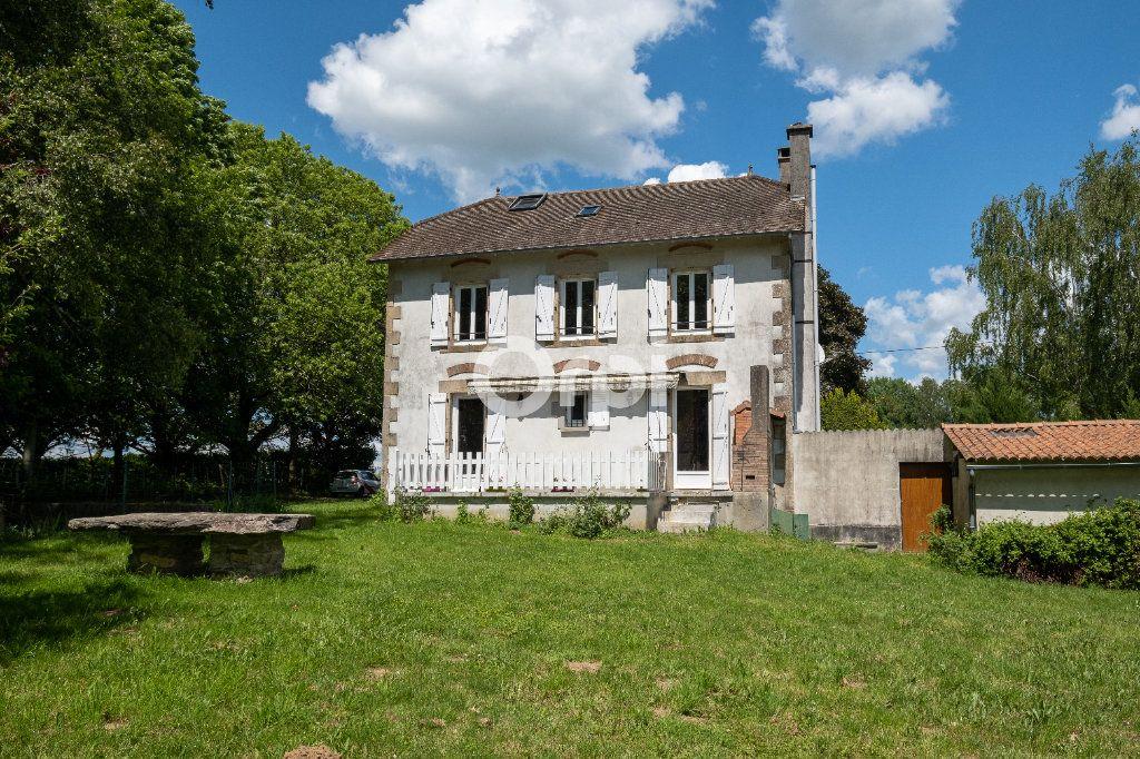 Maison à vendre 8 150m2 à Saint-Yrieix-la-Perche vignette-4