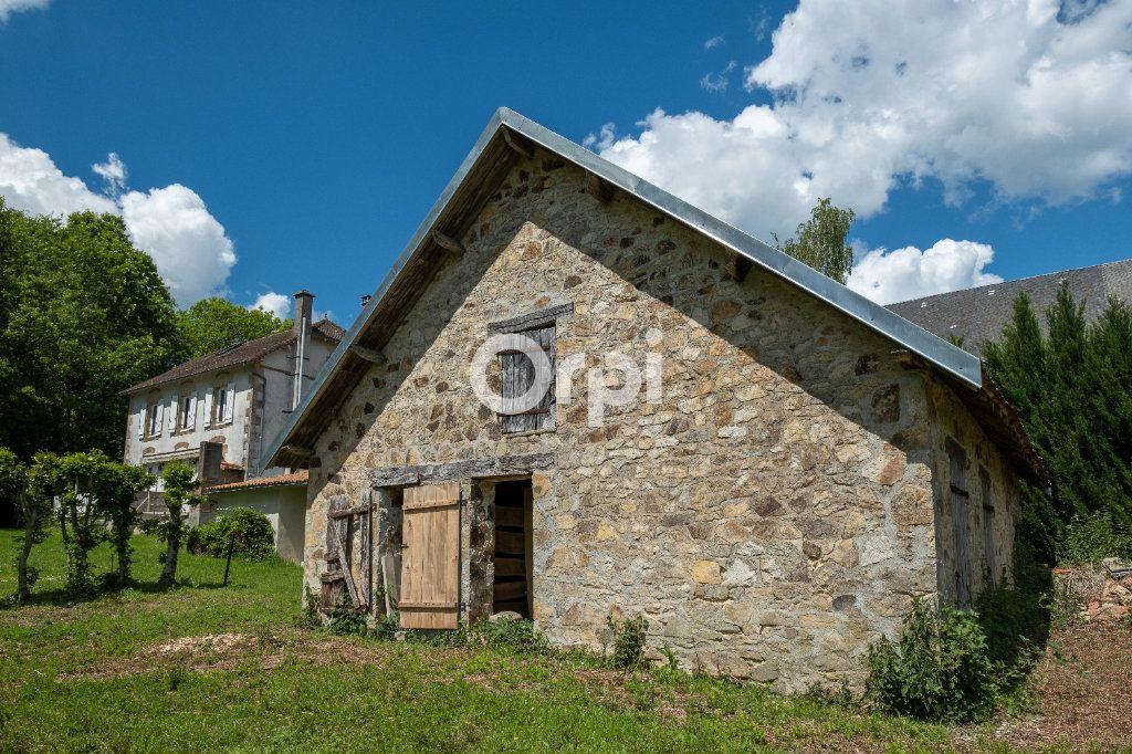 Maison à vendre 8 150m2 à Saint-Yrieix-la-Perche vignette-5