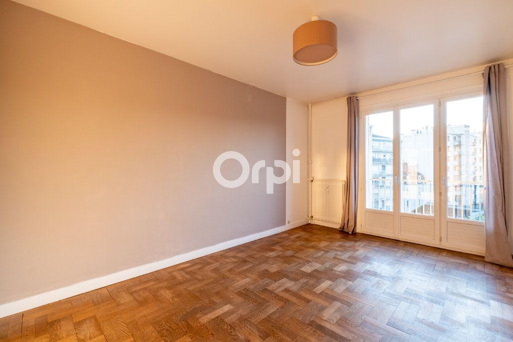 Appartement à louer 3 57.56m2 à Limoges vignette-1