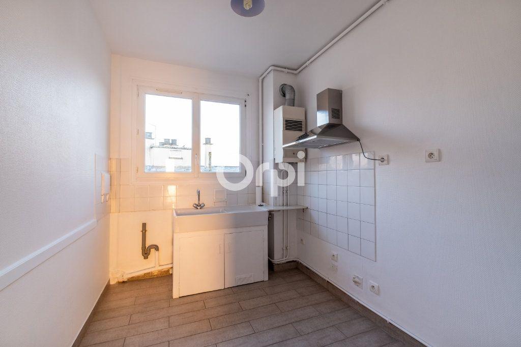 Appartement à louer 3 57.56m2 à Limoges vignette-2