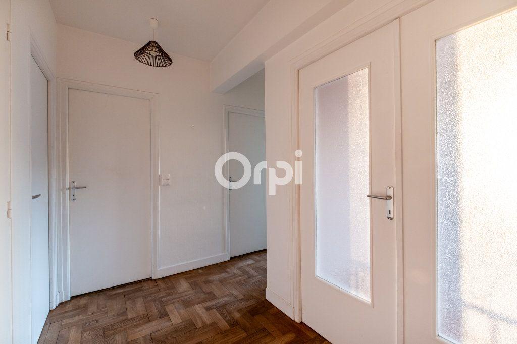 Appartement à louer 3 57.56m2 à Limoges vignette-3