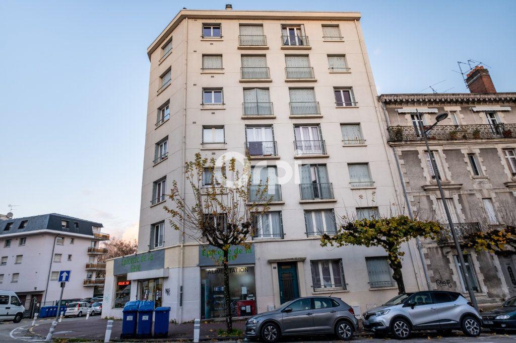 Appartement à louer 3 57.56m2 à Limoges vignette-6