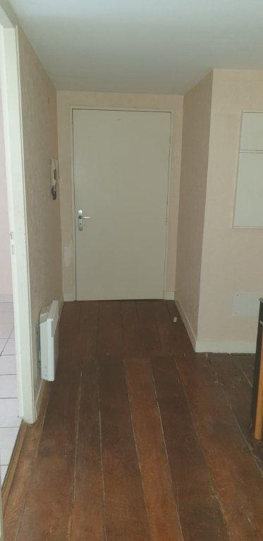 Appartement à louer 2 59.94m2 à Limoges vignette-2