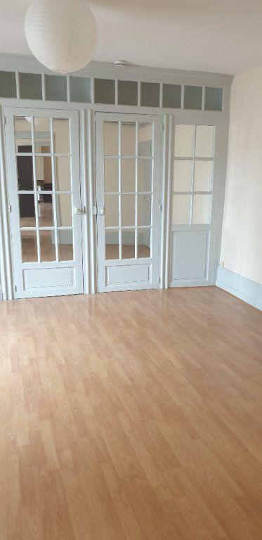 Appartement à louer 4 117.97m2 à Limoges vignette-6