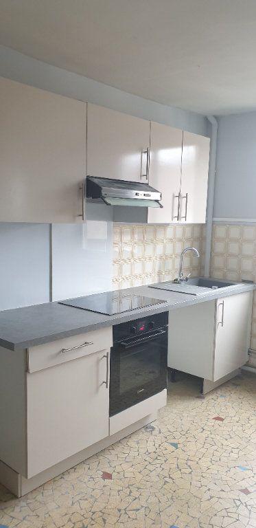Appartement à louer 4 117.97m2 à Limoges vignette-8