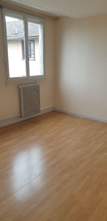 Appartement à louer 4 117.97m2 à Limoges vignette-9