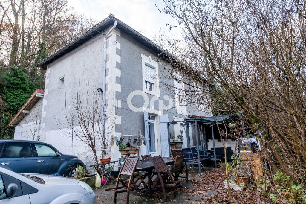 Immeuble à vendre 0 600m2 à Limoges vignette-4