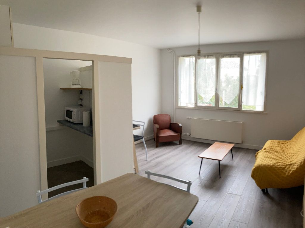 Appartement à louer 1 23m2 à Limoges vignette-2