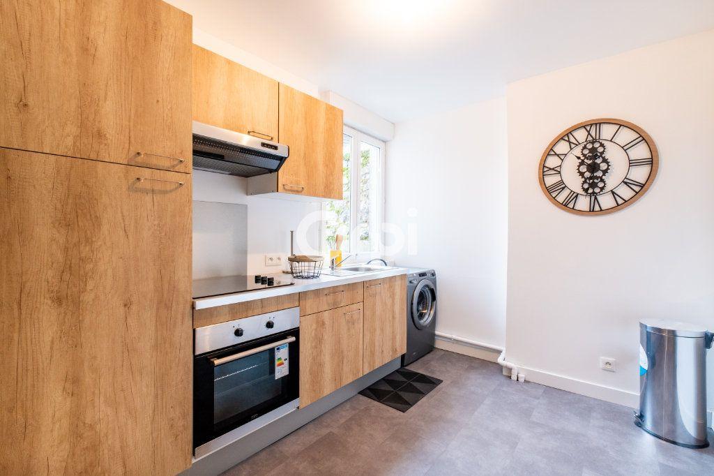 Appartement à louer 3 60.37m2 à Limoges vignette-3