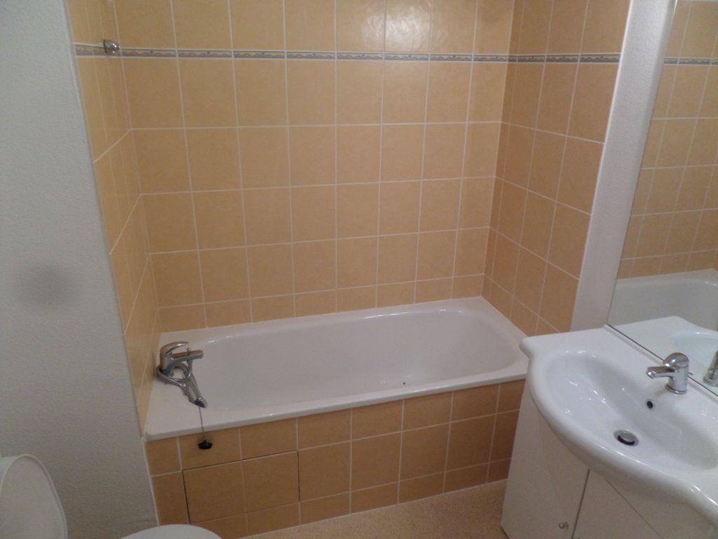 Appartement à louer 1 26m2 à Limoges vignette-4