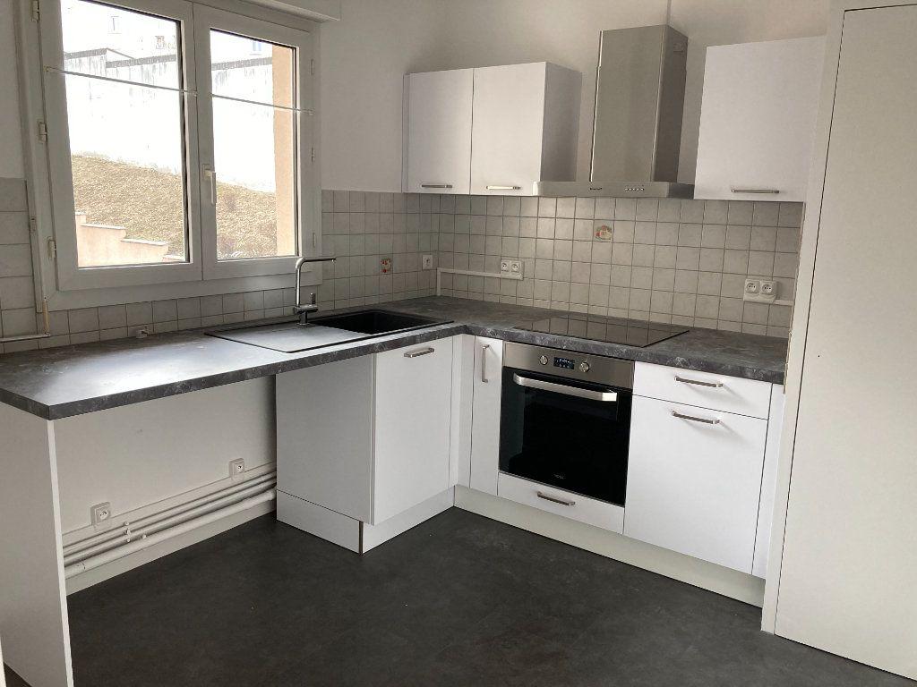 Appartement à louer 4 85.8m2 à Limoges vignette-1