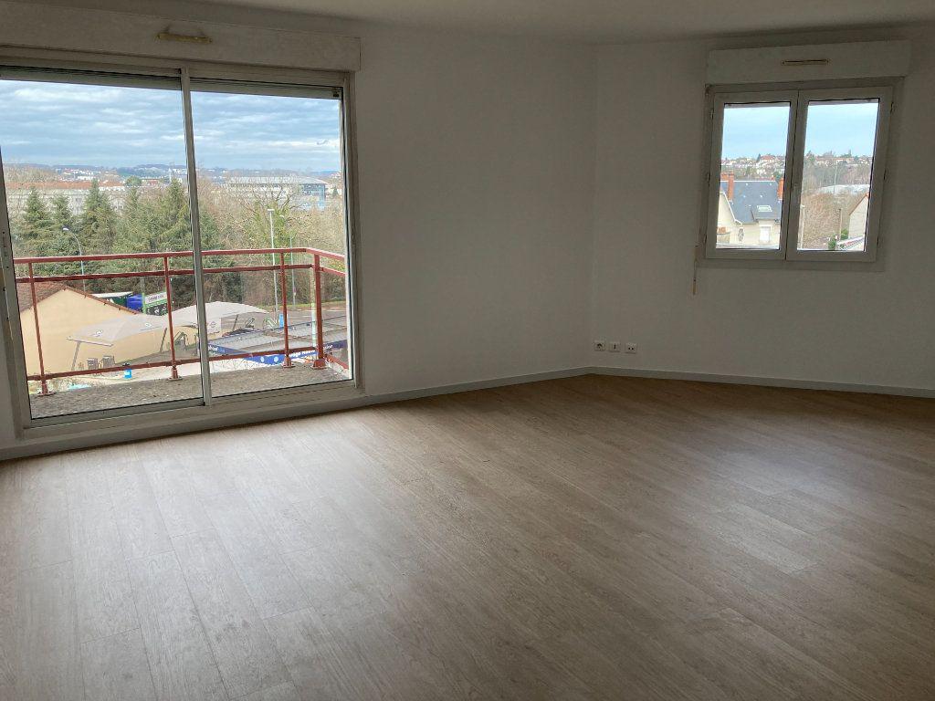 Appartement à louer 4 85.8m2 à Limoges vignette-3