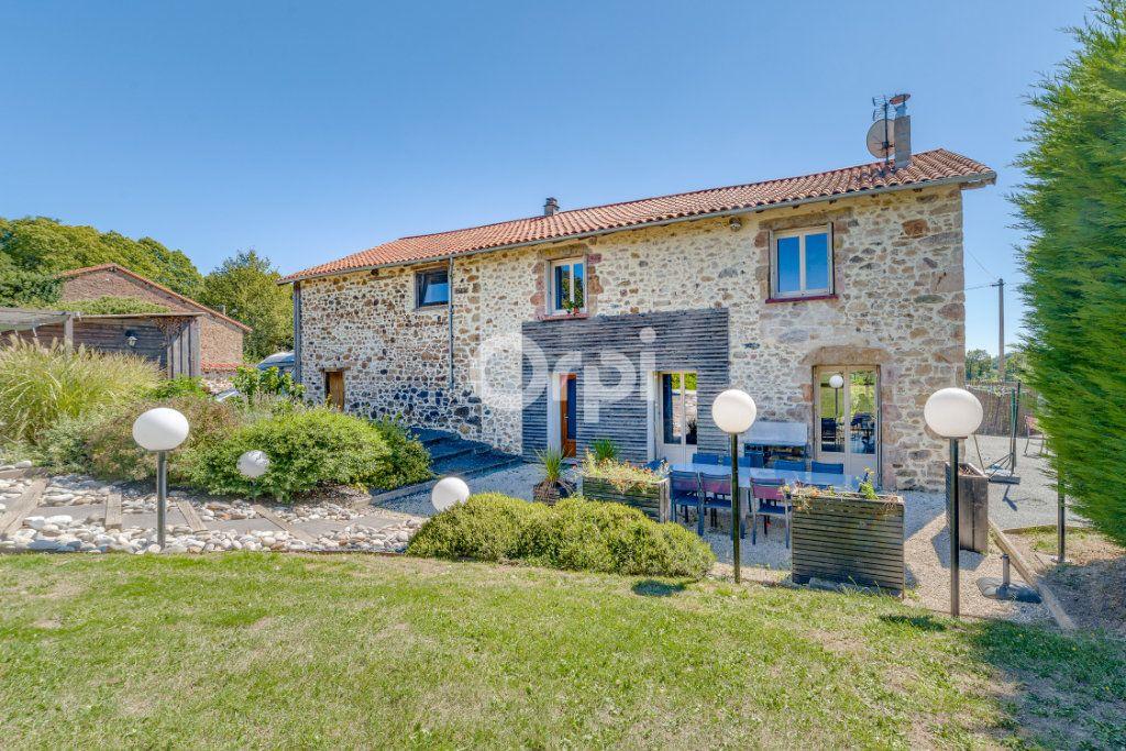 Maison à vendre 9 220.4m2 à Saint-Laurent-sur-Gorre vignette-8