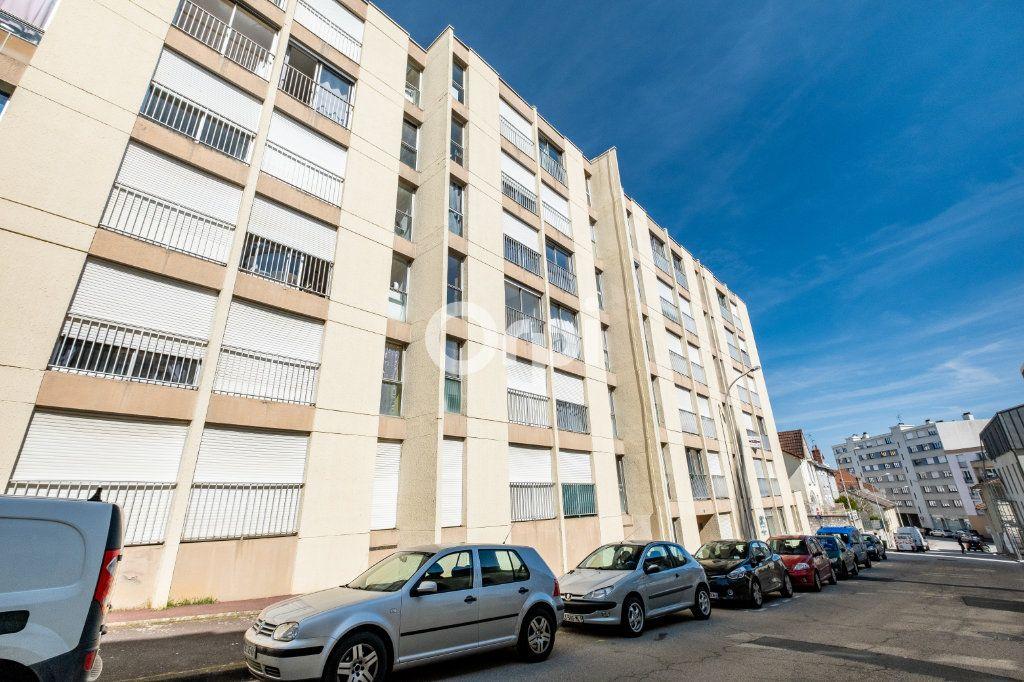 Appartement à vendre 2 56m2 à Limoges vignette-1
