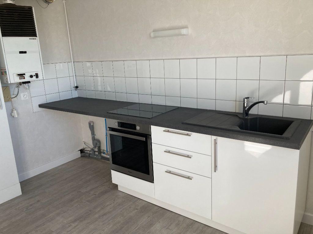 Appartement à louer 3 66.07m2 à Limoges vignette-1