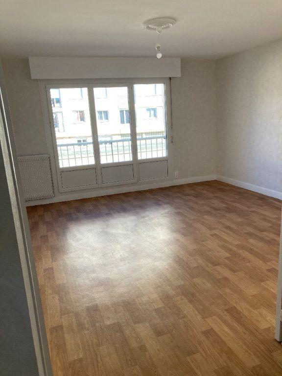 Appartement à louer 3 66.07m2 à Limoges vignette-2