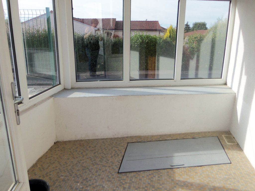 Maison à louer 4 95m2 à Saint-Junien vignette-3