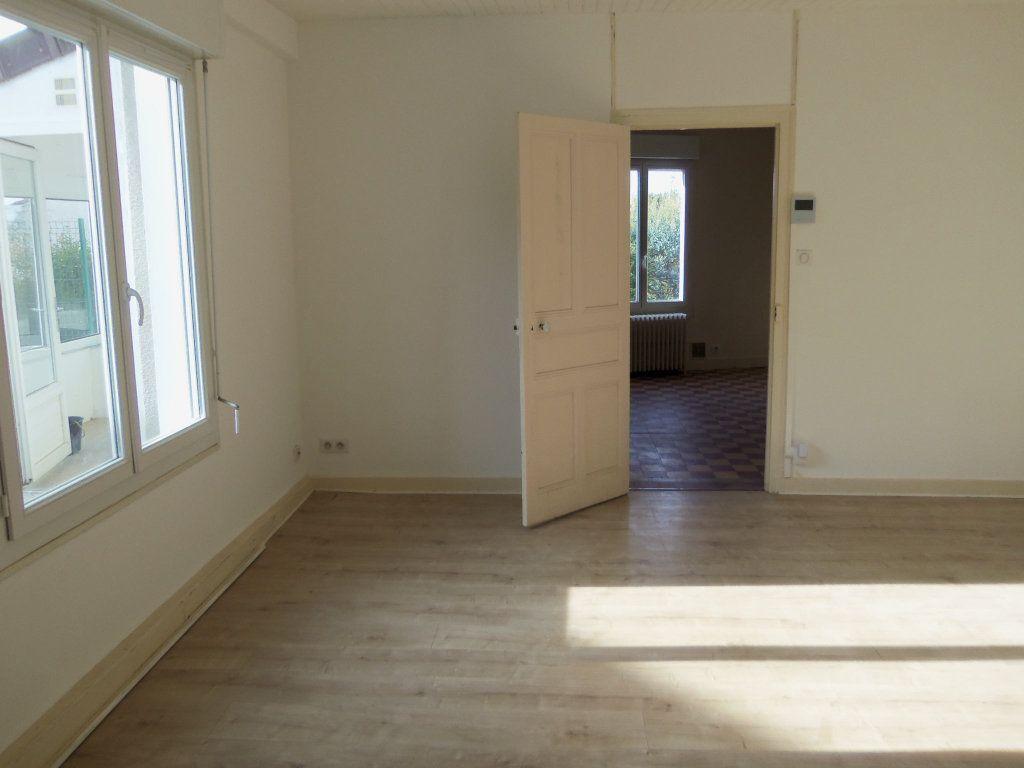Maison à louer 4 95m2 à Saint-Junien vignette-5