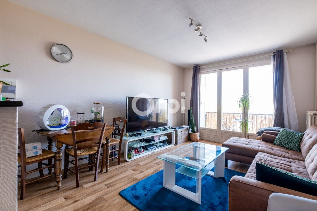 Appartement à louer 3 57.05m2 à Limoges vignette-1
