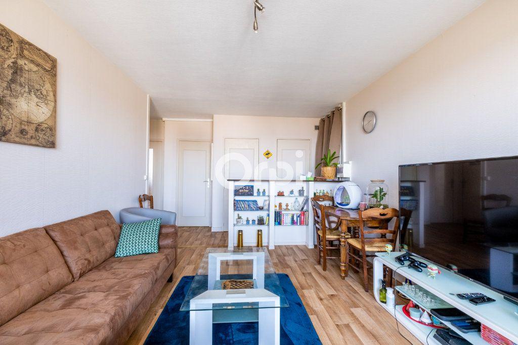 Appartement à louer 3 57.05m2 à Limoges vignette-3