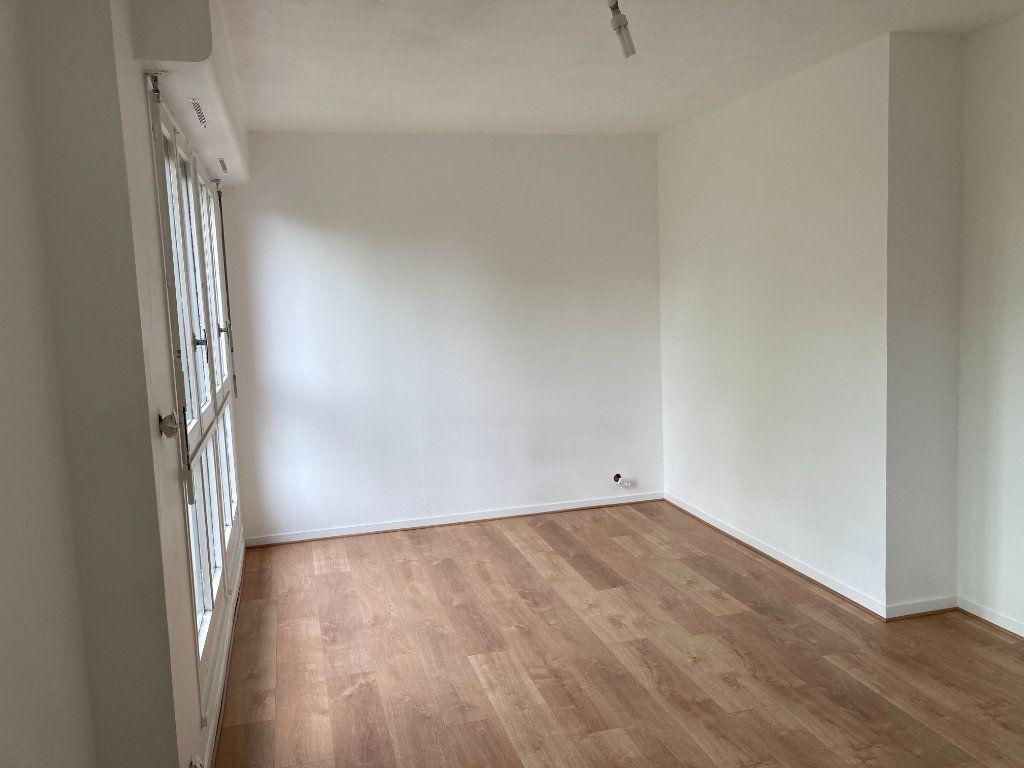 Appartement à louer 3 64.62m2 à Limoges vignette-3