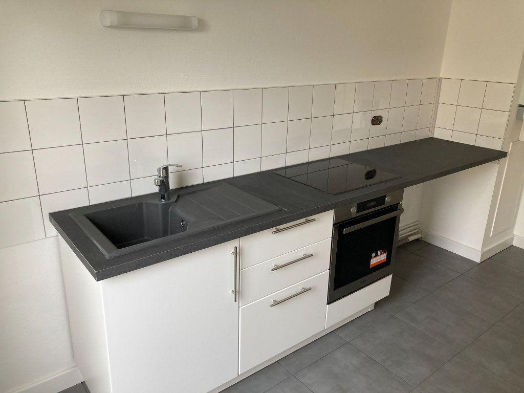 Appartement à louer 3 64.62m2 à Limoges vignette-4