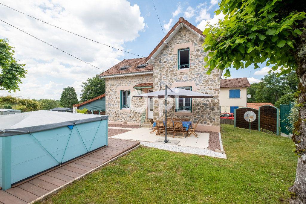 Maison à louer 6 105m2 à Eyjeaux vignette-1