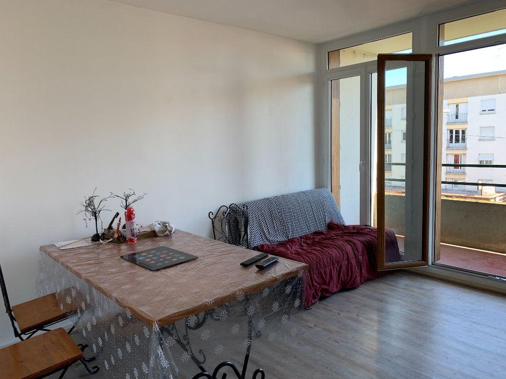 Appartement à louer 3 56.14m2 à Limoges vignette-3