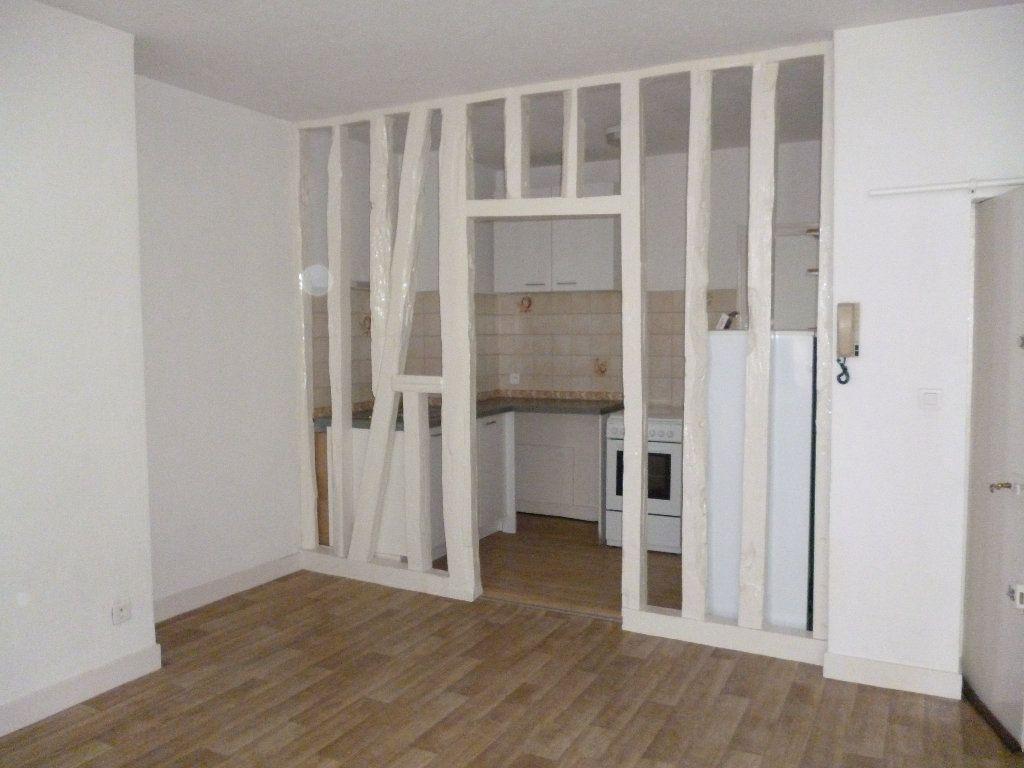 Appartement à louer 3 56m2 à Limoges vignette-1