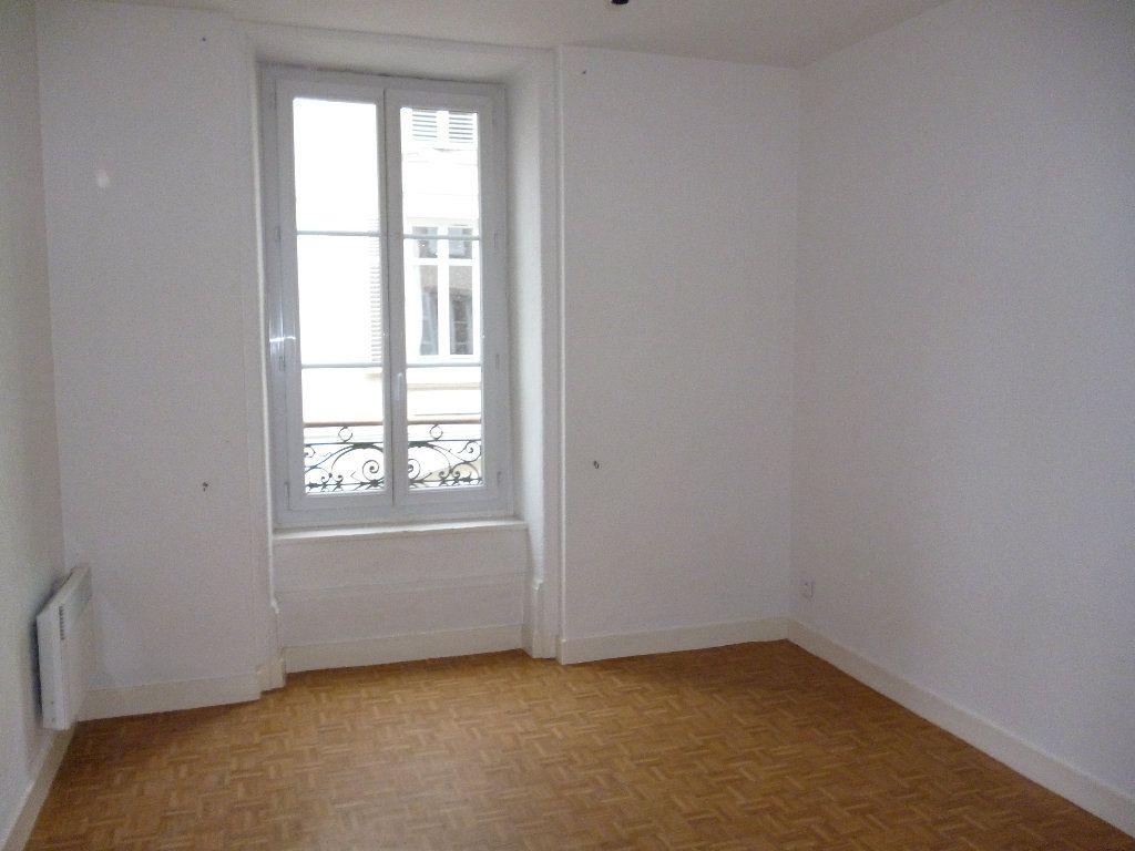 Appartement à louer 3 56m2 à Limoges vignette-2