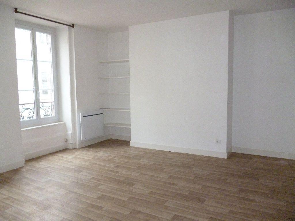 Appartement à louer 3 56m2 à Limoges vignette-3