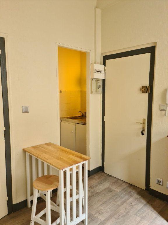 Appartement à louer 2 24.09m2 à Limoges vignette-3