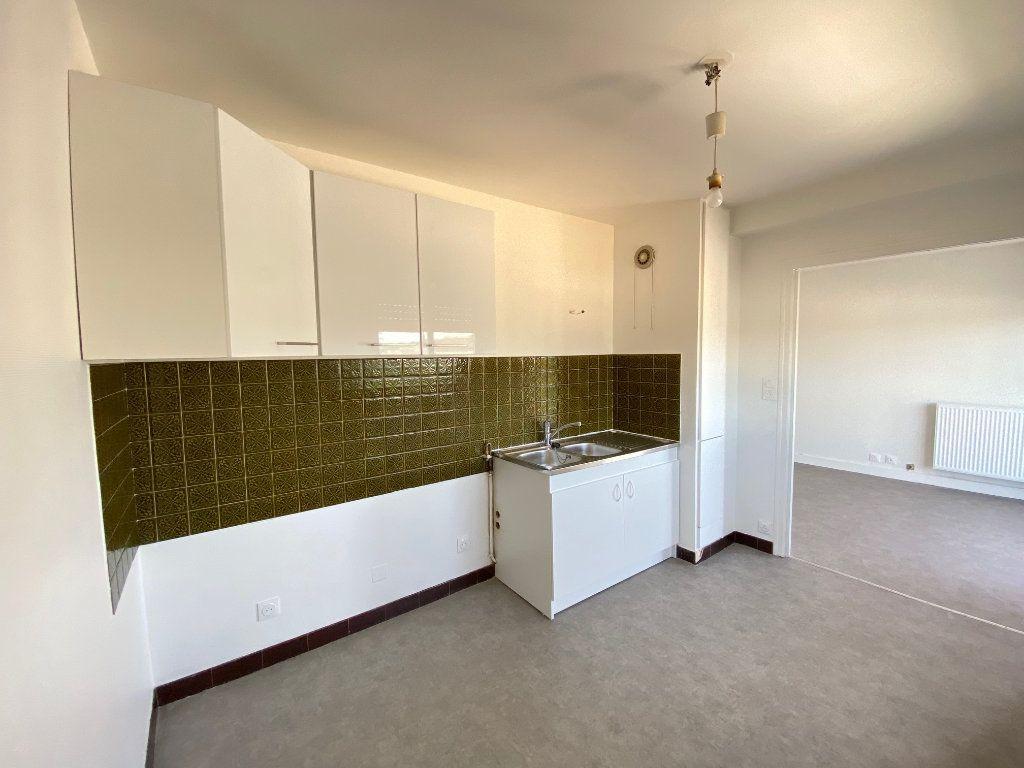 Appartement à louer 2 42m2 à Limoges vignette-6