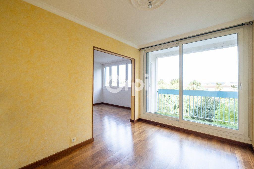 Appartement à louer 3 70m2 à Limoges vignette-3