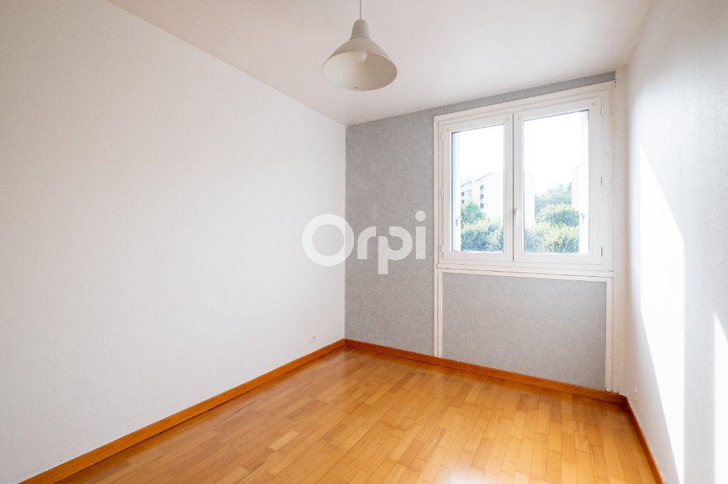 Appartement à louer 3 70m2 à Limoges vignette-6