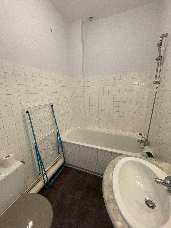 Appartement à louer 2 26m2 à Limoges vignette-5