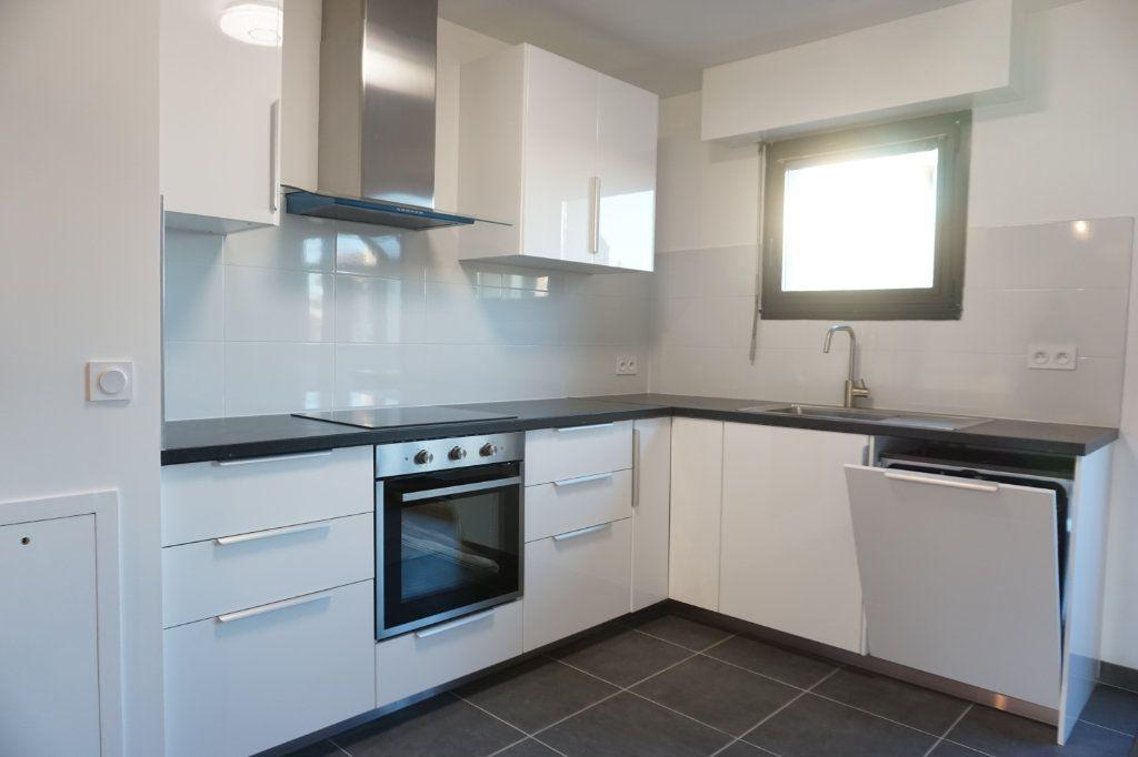Appartement à louer 3 62.91m2 à Antony vignette-2