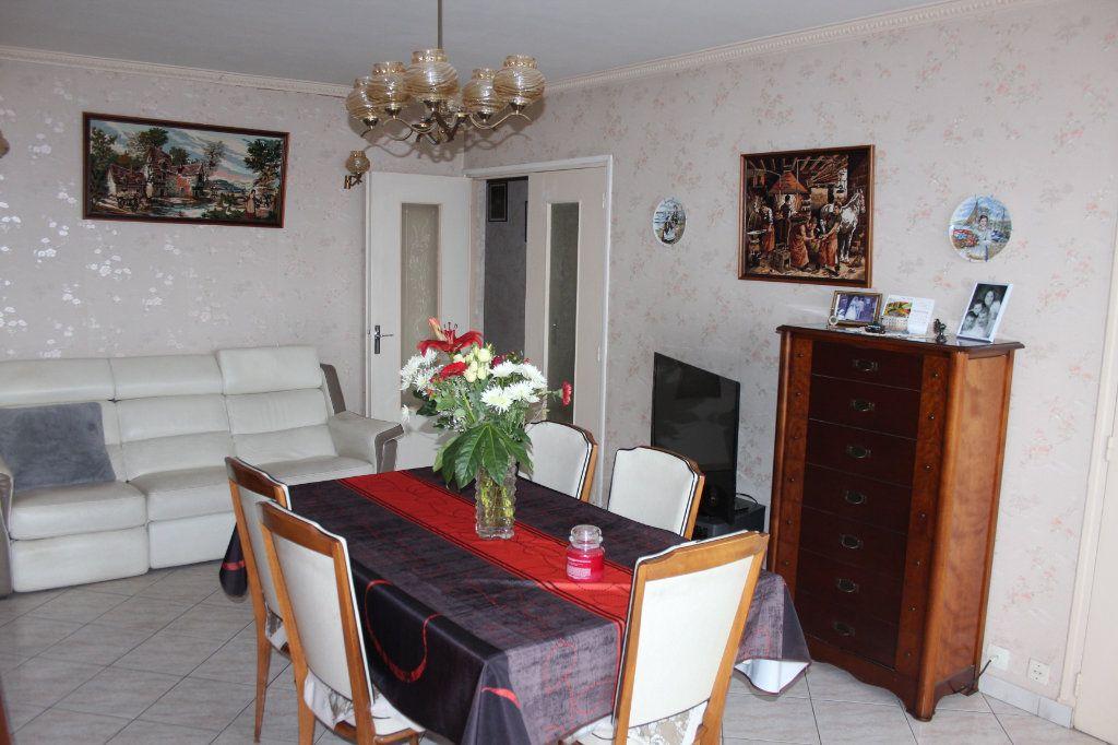 Appartement à vendre 4 82.7m2 à Fresnes vignette-3
