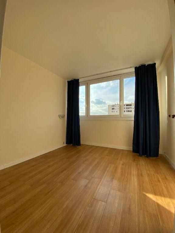 Appartement à louer 4 68.3m2 à Fresnes vignette-4
