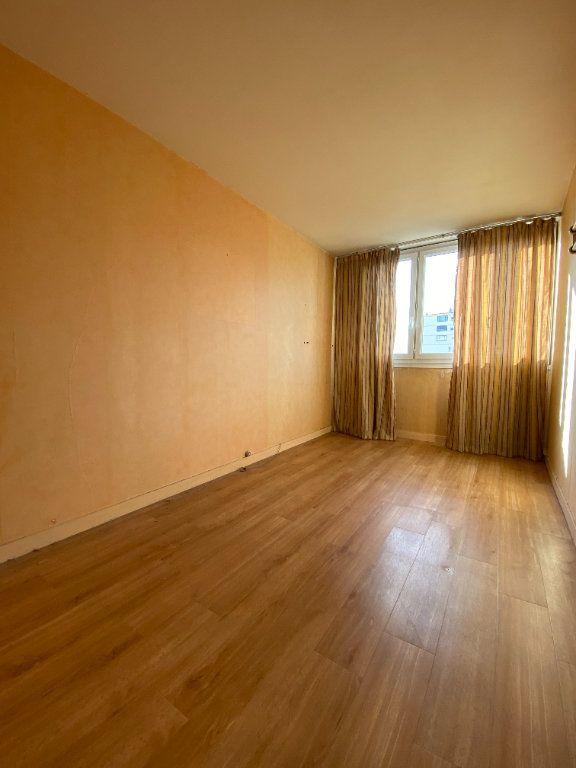 Appartement à louer 4 68.3m2 à Fresnes vignette-5