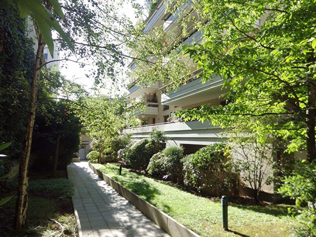 Appartement à louer 2 46.85m2 à Paris 20 vignette-1